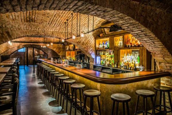 02_Interiér baru je inspirován Afrikou i původním Zanzibarem.